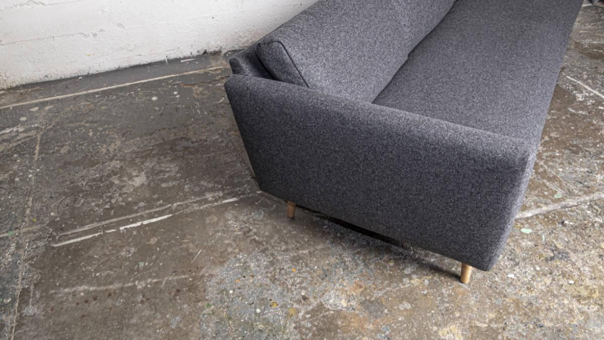 sofa-2-Adjacent Text