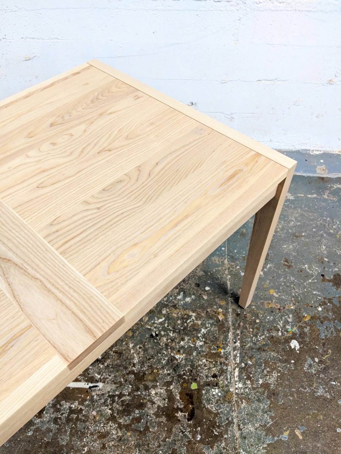 Wing wood table